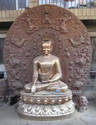 Jigten Sumgön Statue