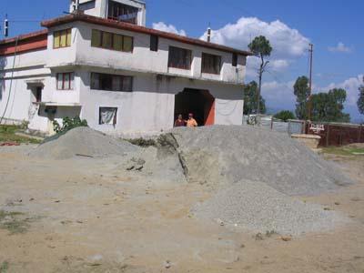 Die renovierungsbedürftige Gompa in Almora