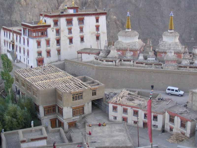 Neue und alte Bauten in Lamayuru