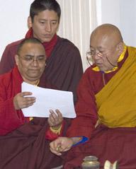 S.H. mit S.E. Nyidzong Trichen Rinpoche und Drubpön Kunzang