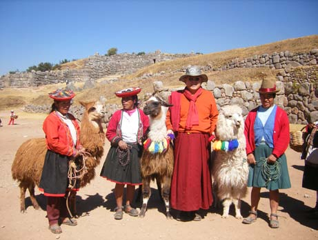 His Holiness with people of Peru