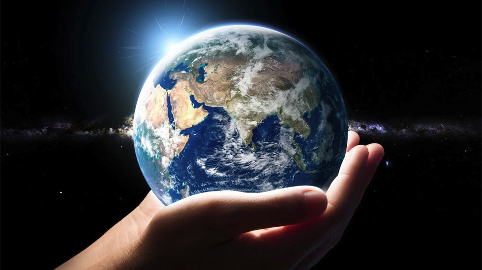 Earth in hand1